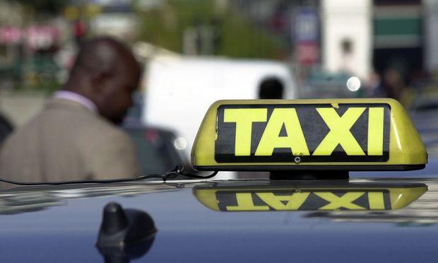 Beim armen Taxifahrer scheint das Geld nicht anzukommen.