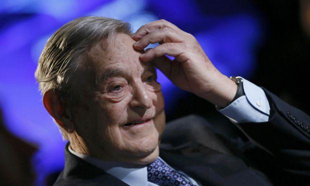 George Soros: Der alternde Milliardär sieht sein politisches Lebenswerk wenn nicht in Trümmern, dann zumindest in Gefahr.