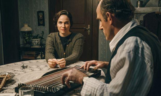 Michael Unterguggenberger (Karl Markovics) hat für seine Rosa (Verena Altenberger) auch komponiert.