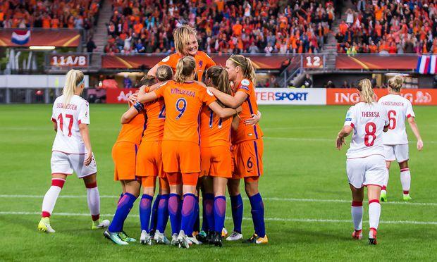 Frauen-EM: Gastgeber Niederlande zieht ins Viertelfinale ein
