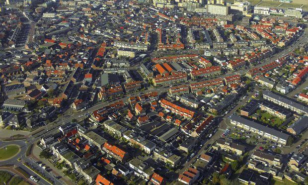 Stadtansicht mit Blick auf die Nordsee aus der Luft Niederlande Suedholland Noordwijk aerial vie