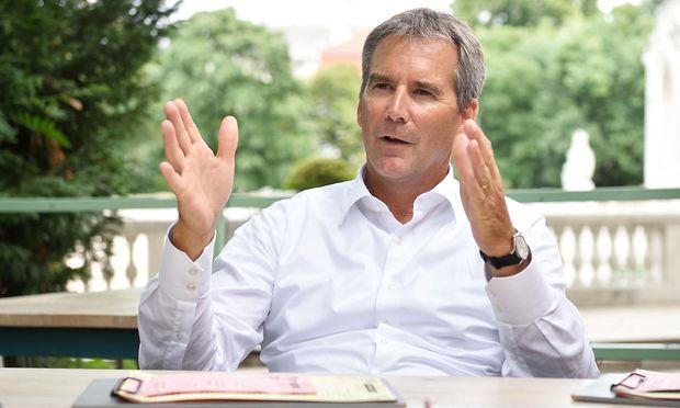 Finanzminister Löger sieht die Avancen der Tschechen skeptischer als sein Vorgänger Schelling