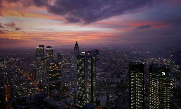 Dunkle Wolken über Frankfurt