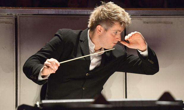 """Mozart ist seine größte Liebe. Dan Ettinger, Pianist, Bariton und Dirigent. Heuer erstmals in Salzburg mit dem """"Figaro""""."""