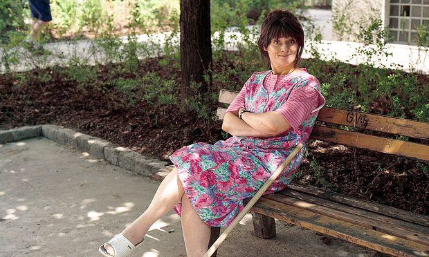Brigitte Swoboda als Frau Koziber in der Serie 'Kaisermühlen Blues'. /