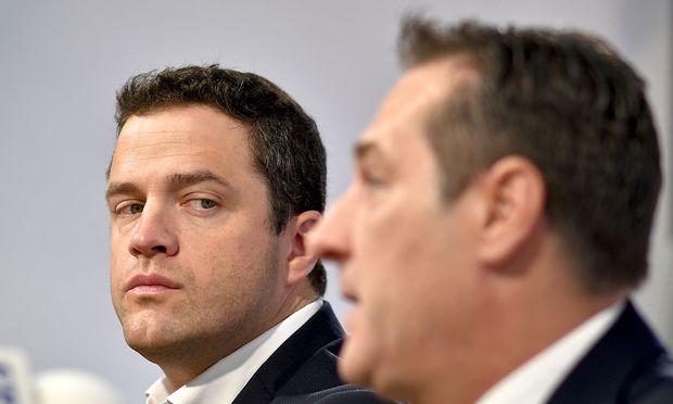 Archivbild der beiden mittlerweile Ex-FPÖ-Politiker Johann Gudenus und Heinz-Christian Strache.
