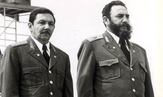 Die Brüder Castro: Raúl (li.) und Fidel.