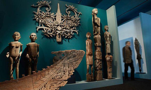 Auch Indonesien fehlt nicht und zeigt die Verwandtschaft seiner Kunst mit der Afrikas.