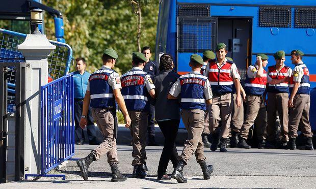 Lebenslange Haft für 34 Angeklagte in der Türkei