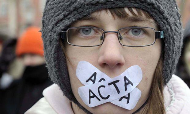 Polen stimmt Acta vorerst