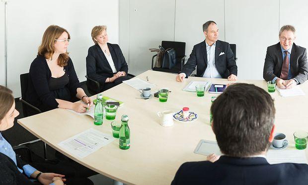 """Diskussionsrunde im Rahmen der Uniport-Initiative """"Naturtalente"""", die High Potentials und potenzielle Arbeitgeber miteinander in Kontakt bringt."""