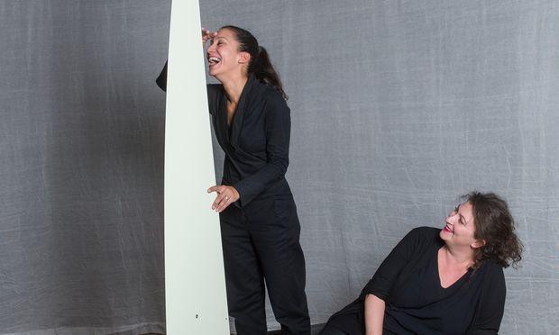 """Entern. Devi Saha (l.) und Vanessa Eder-Messutat bei den Proben zu """"Wind in den Weiden"""", Arsenal."""