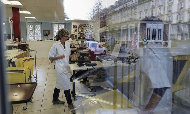 Blick in ein Pariser Krankenhaus nach der Anschlagsserie