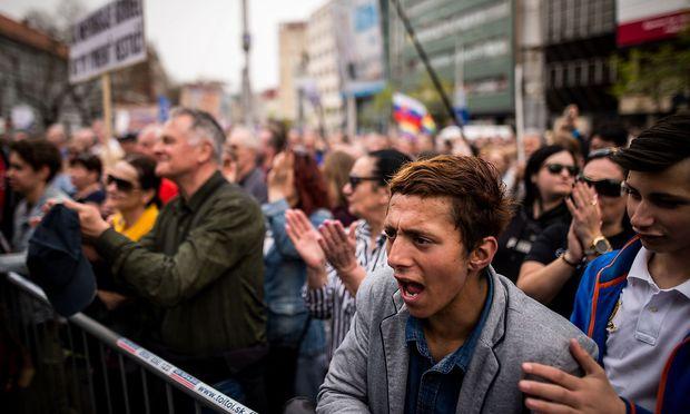 Etwa 35.000 Demonstranten forderten am Sonntag den Rücktritt vom slowakischen Polizeipräsidenten Tibor Gaspar.