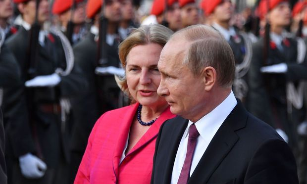 Karin Kneissl und Wladimir Putin -DIPLOMACY