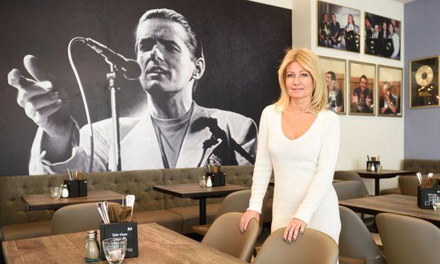 Susanne Pollischansky in ihrem neuen Lokal Falco's am Wiener Schwarzenbergplatz.