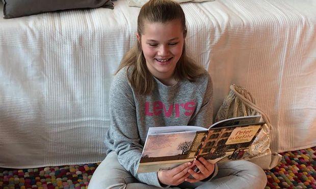 """Die zehnjährige Anna hat """"Peter in Gefahr"""" in einem Zug ausgelesen. Sie fand es spannend und empfiehlt es weiter."""