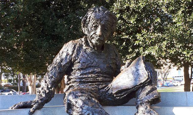 Albert Einstein in Erz vor der National Academy of Science (NAS) in Washington.