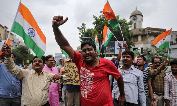 Indien erkennt Sonderstatus von Kaschmir ab - Neue Eskalation befürchtet