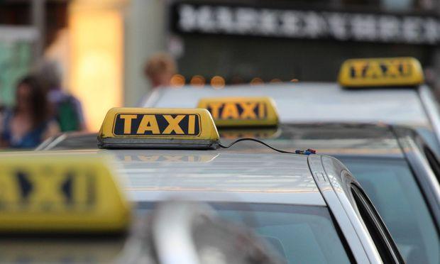 Die Taxi-Innung hat gegen den Konkurrenten Uber in Wien eine harte Gangart eingeschlagen.