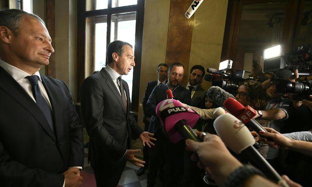Starke SPÖ-Töne von Kanzler Kern und Klubchef Schieder (l.) am Morgen beim Ministerrat, ein paar Stunden später akzeptierten sie aber Justizminister Wolfgang Brandstetter als neuen Vizekanzler statt Sebastian Kurz.