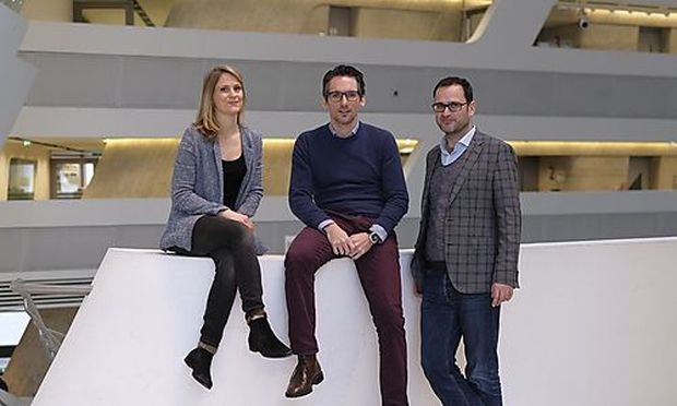 Projektmanagerin Julia Matzinger, Thomas Maidorfer vom Wiener Strategieforum und Rudolf Dömötör, Direktor WU Gründungszentrum