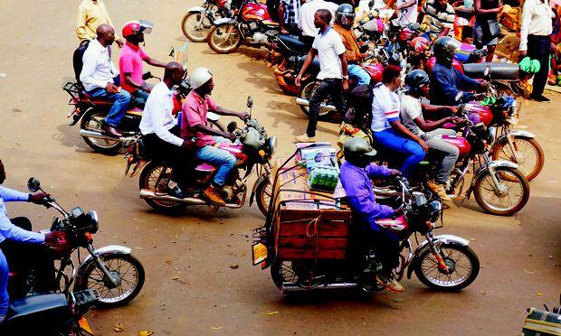 Der Verkehr in Ugandas Hauptstadt, Kampala, bleibt am stärksten im Gedächtnis – seien es die Minibusse oder die charakteristischen Boda-Boda-Motorradtaxis.