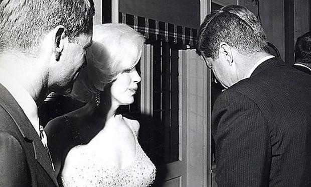 Die Affäre von Marilyn Monroe und John F. Kennedy (rechts) ist Teil einer neuen Kennedy-Biographie von Christopher Anderson.
