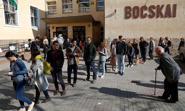 Vor allem in Budapest gab es lange Warteschlangen vor den Wahllokalen.