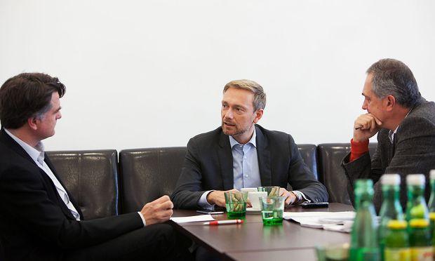 FDP-Chef Christian Lindner im Gespräch mit Christian Ultsch (li.) und Thomas Vieregge (re.).