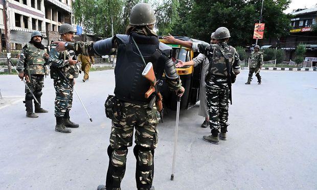 Ein Bild aus der Stadt Srinagar im indischen Unionsstaat Jammu und Kaschmir - noch herrscht Ausgangssperre.