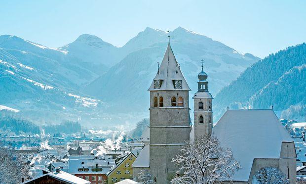 Berühmt. Die Schauseite Kitzbühels mit Liebfrauen- und Pfarrkirche.