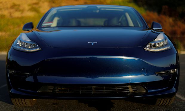 Tesla eines Hollywood-Regisseurs fing