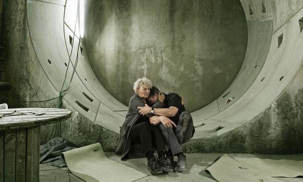 """In """"Countdown Copenhagen"""" warten Geiseln in einem U-Bahn-Schacht verzweifelt auf ihre Befreiung."""
