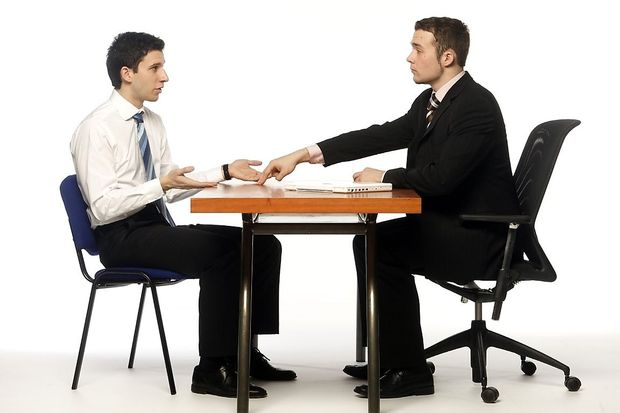 Flirten augenkontakt wie lange Wie mit den augen flirten, Kulturfyren