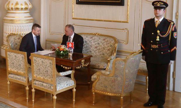 Archivbild von Ministerpräsident Pellegrini mit Präsident Kiska, die nun erneut über einen neuen Innenminister beraten.