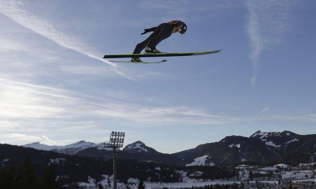 Skispringen TourneeAuftakt Sonntag sieben