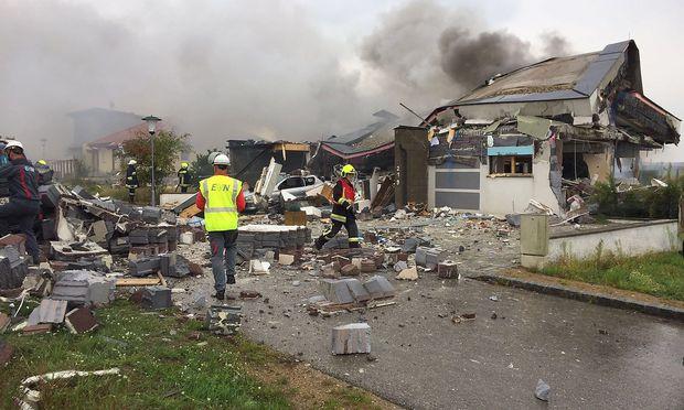 Die Explosion ereignete sich gegen 9.45 Uhr in einer kleinen Siedlung in Aspersdorf. / Bild: APA/FF HOLLABRUNN