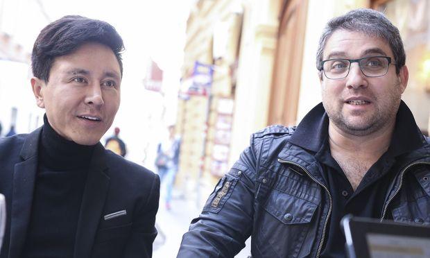 """Franz (Boaz Daniel) und Karl (Vincent Schirrmacher) dialogisieren nur für die """"Presse""""."""