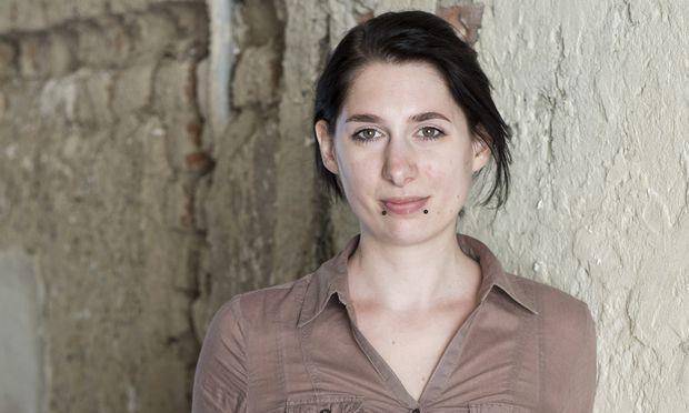"""Michaela Kastel erzählt in """"So dunkel der Wald"""" von einer Schicksalsgemeinschaft entführter Kinder."""