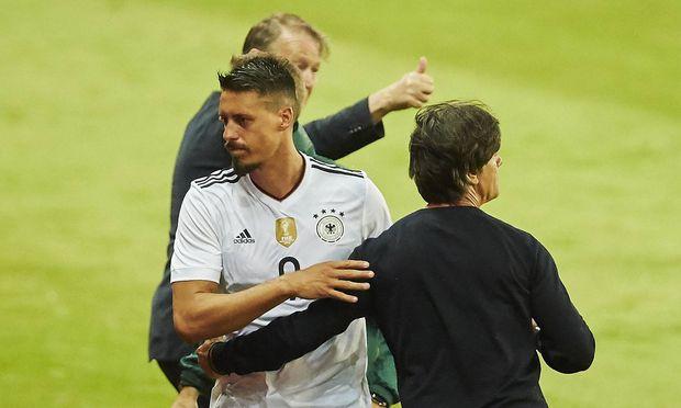 Löw und Wagner beim Freundschaftsspiel gegen Dänemark im Juni 2017