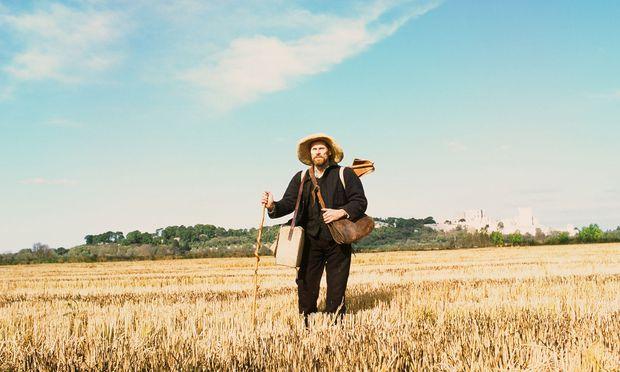 """Willem Dafoe als Vincent van Gogh in der Provence. Auch wenn es hier nicht danach aussieht: Julian Schnabel drehte den Film, """"um Klischees zu entzaubern""""."""