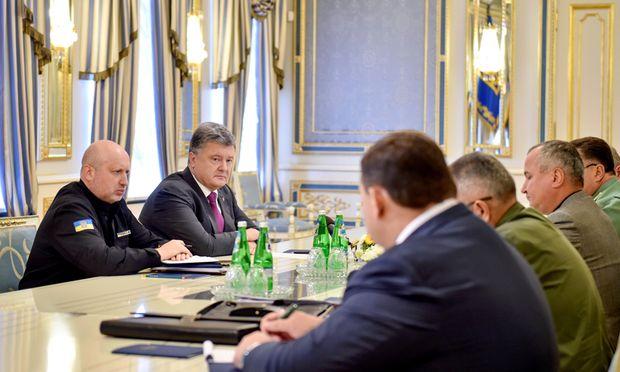 Die Krim macht wieder Schlagzeilen: Der ukrainische Sicherheitsrat berät mit Präsident Poroschenko.