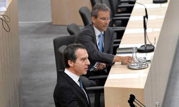 Budgetdebatte im Nationalrat: Kern kritisiert Löger.