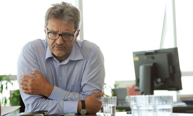 Peter Hacker kritisiert die Aussagen von Außenminister Kurz.