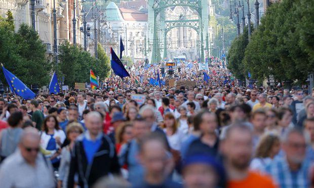 Auch in Ungarn regt sich seit Monaten Widerstand gegen Orbáns Angriff auf die Zivilgesellschaft und die Central European University.