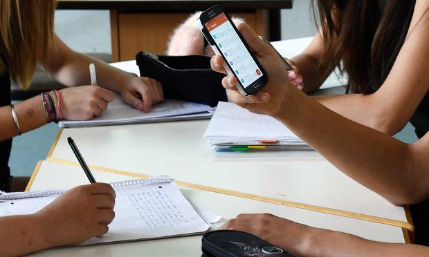 Abgelenkt durch Smartphones? Oder nützlich für den Unterricht?