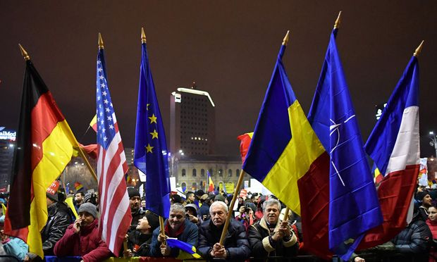 TOPSHOT-ROMANIA-POLITICS-CORRUPTION-PROTEST