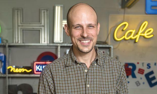 Neue Generation. Philipp Knoll führt den Traditionsbetrieb Neon Kunze in der Wiener Wehrgasse.