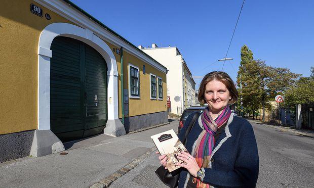 Petra Leban in der Mautner-Markhof-Gasse
